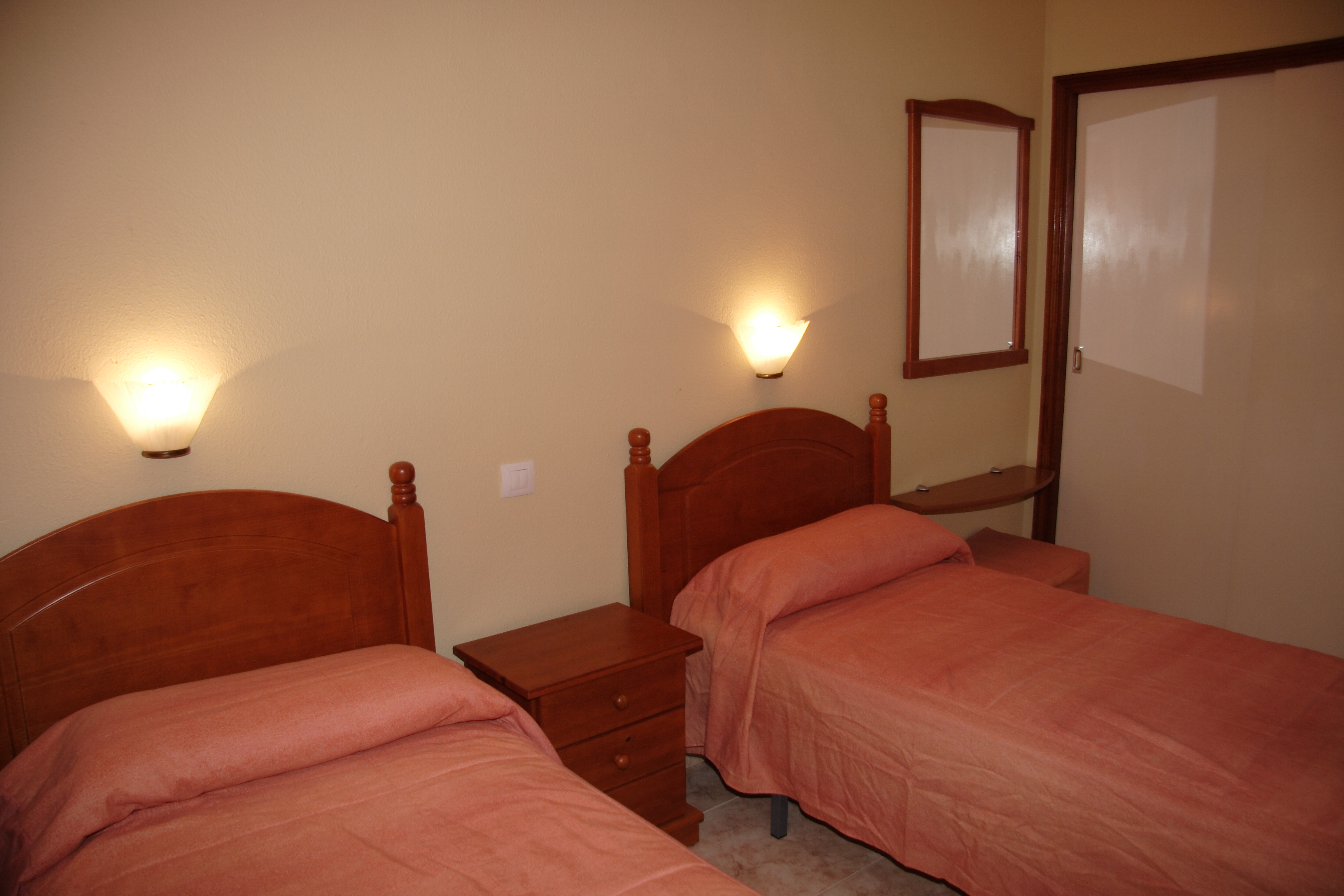 168_Apartamentos_Los_Tilos_-_Marzo_2011.JPG