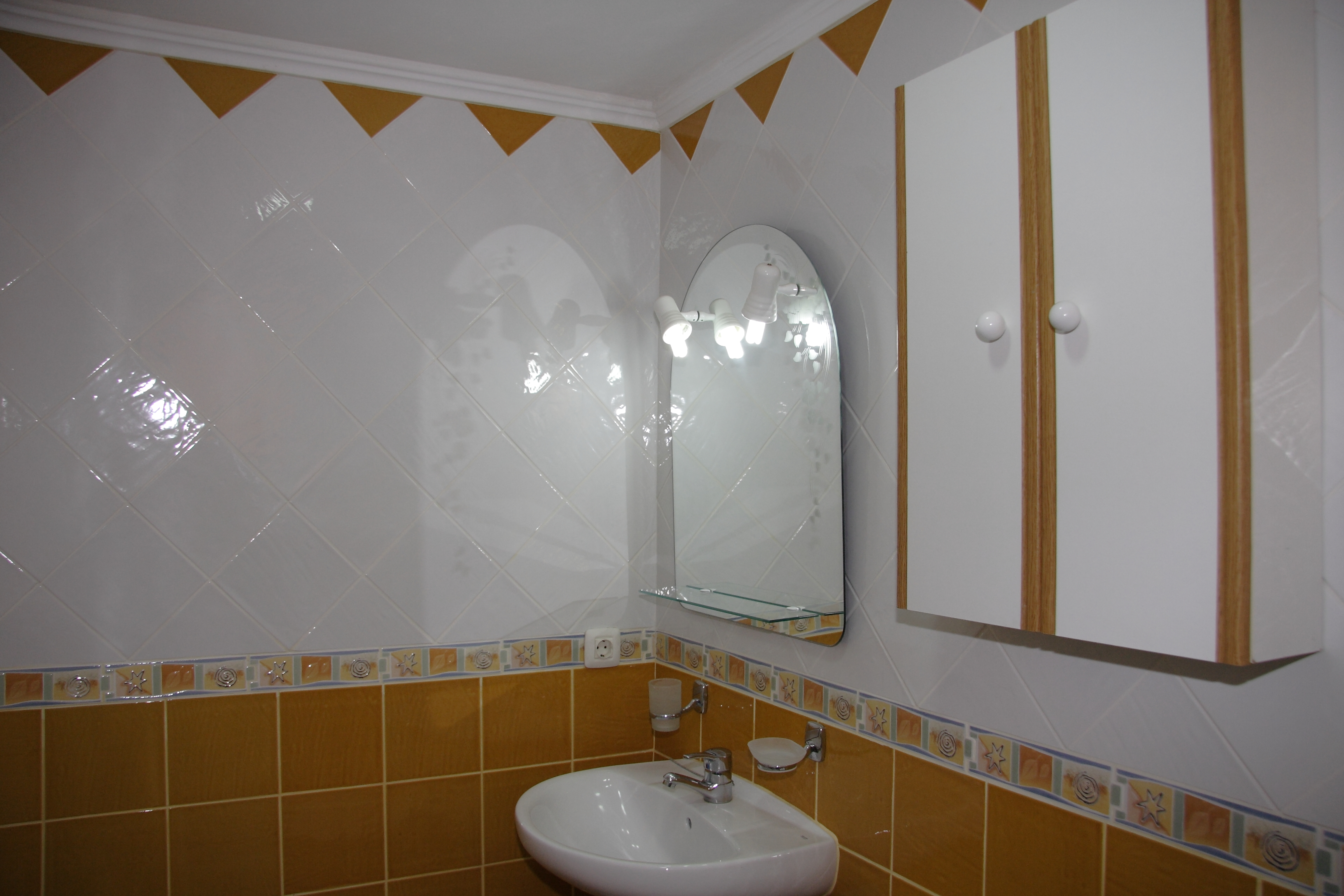 176_Apartamentos_Los_Tilos_-_Marzo_2011.JPG